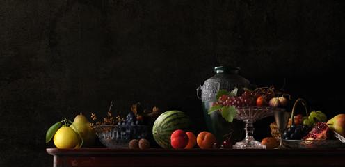 たくさんの果物のある静物