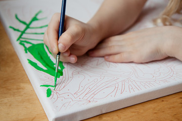 the child draws a picture by numbers