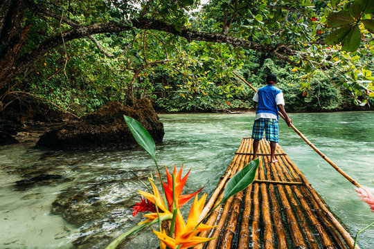 Bambus Fahrt in blue lagoon auf Jamaika