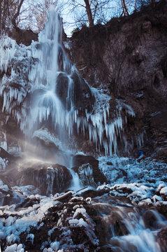 Bad Uracher Wasserfall im Eiskleid