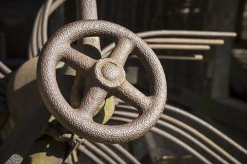 Handrad einer historischen Landmaschine