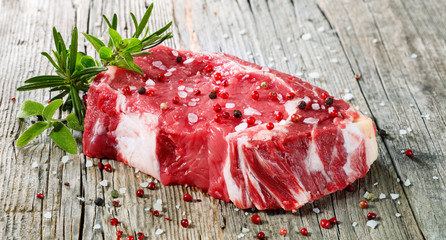 Autocollant pour porte Viande Raw Entrecote Beefsteak With Rosemary pepper On Wooden Table
