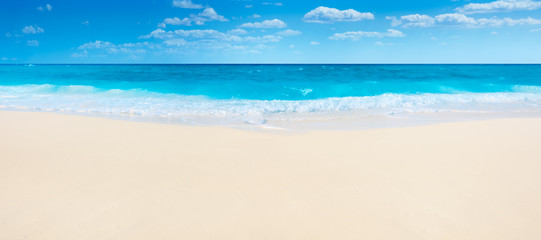 Foto op Plexiglas Tropical strand Summer beach and sea