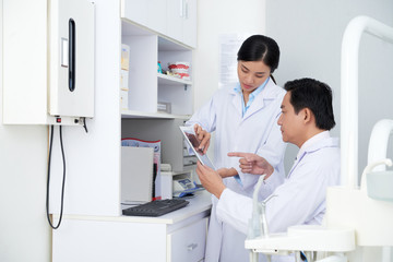 Dentists with tablet computer