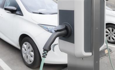 Ladestation, Schnellladesäule, E-Mobil, aufladen E-Mobilität, Elektromobilität, Elektro-Auto, e-car