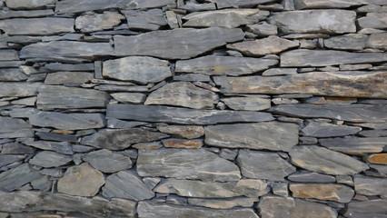 Wand Aus Sorgfältig Gestapelten Natursteinstücken. Sehr Dekorativ Für Haus  Oder Garten. Hintergrund. Detail
