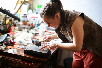 Home workshop girl master rubber hammer knocks