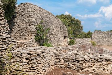 Steinhäuser im Dorf der Bories bei Gordes
