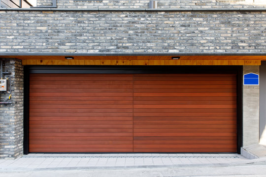 The luxurious automatic doors of the garage