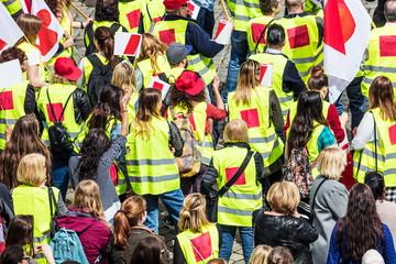 Streik (menschen streiken in Stadt )