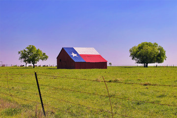 Fotobehang Texas A barn on a Texas ranch with the state flag painted on the roof