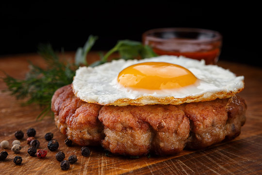 Fried beefsteak with egg