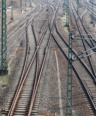 Train tracks with many switch points