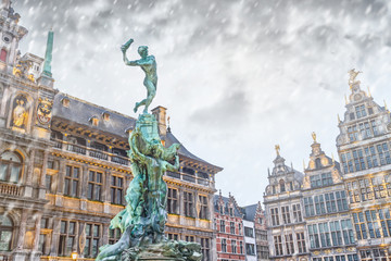 Poster de jardin Antwerp Cityscape - winter view of the Brabo fountain and the Stadhuis (building City Hall) at the Grote Markt (Main Square) of Antwerp, in Belgium