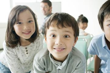 小学生と外国人教師