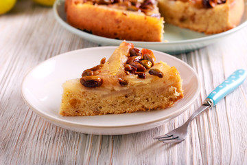 Pear and pistachio upside down cake