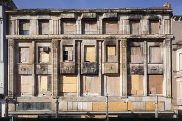 Verramelte Fenster, Brandschaden
