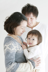 赤ちゃんと両親