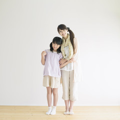 微笑む母親と娘