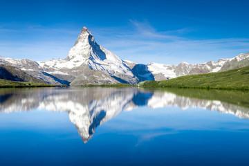 Stellisee und Matterhorn in den Schweizer Alpen bei Zermatt