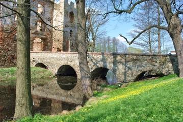 Zabytkowy most kamienny