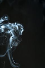 siyah fonda tütsü dumanı