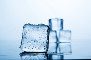 Ice cold Ice cold water to eat.