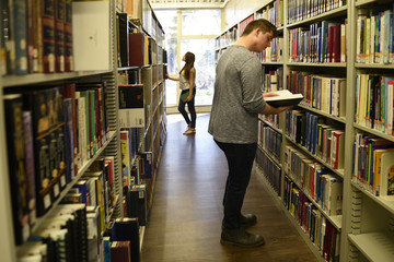 College students, library