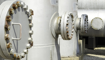 Tank access bolted flange
