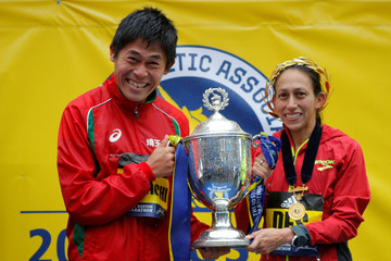 Yuki Kawauchi of Japan and Desiree Linden of the U.S. celebrate with the trophy after winning the men's and women's divisions of the 122nd Boston Marathon in Boston