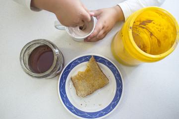 Chocolate powder with milk, honey and toast