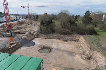 Baugrube als Vorbereitung zur Erstellung des Fundaments eines Bauwerks