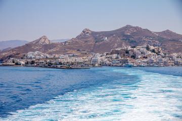 Fotobehang Zuid Afrika Trail of frothy blue sea leaving Naxos on ferry.