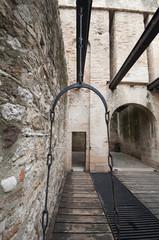 passaggio con ponte levatoio e accesso al castello