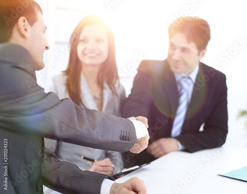 handshake business partners in the workplace fotolia com の ストック