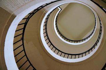 винтовая лестница вид снизу