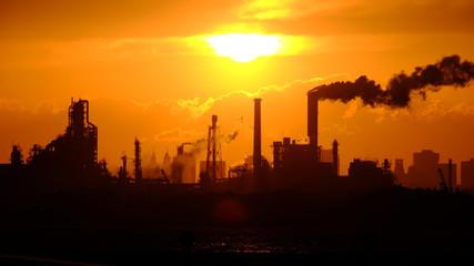 工場地帯の夕焼け