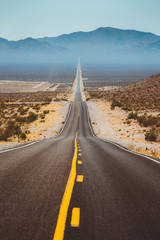 Fototapete - Classic highway scene in the USA