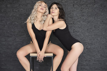 Lesbian verführt Teenager Free Hentai Porno Film
