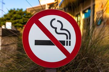 No smoking sign at an outdoor shopping center