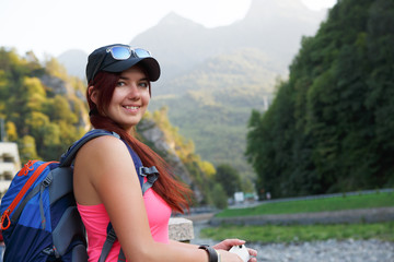 Photo of tourist woman against mountains