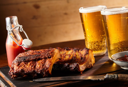 Spicy seasoned grilled spare ribs with beer