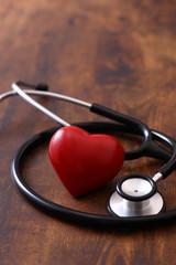 聴診器と赤いハート