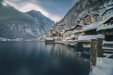 Austria, Salzkammergut, Hallstatt with Lake Hallstatt in winter