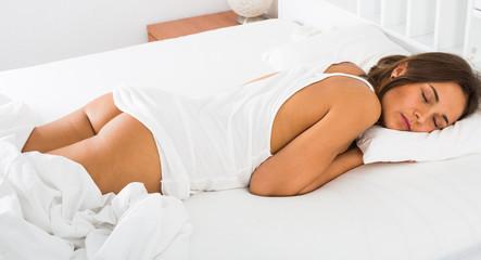 Photo sur Aluminium Akt Woman sleeping in bed