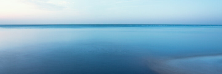 Fototapete - horizontal line of calm sea on the day light