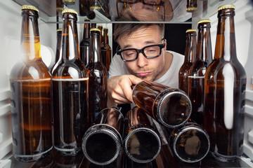 Kühlschrank voller Bierflaschen