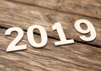 2019 en lettres de bois