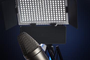 Mikrofon und LED Scheinwerfer