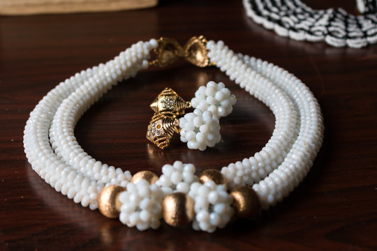 White and Golden Necklace With Earrings of Beads 1